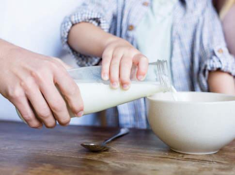 latte in tazza da colazione