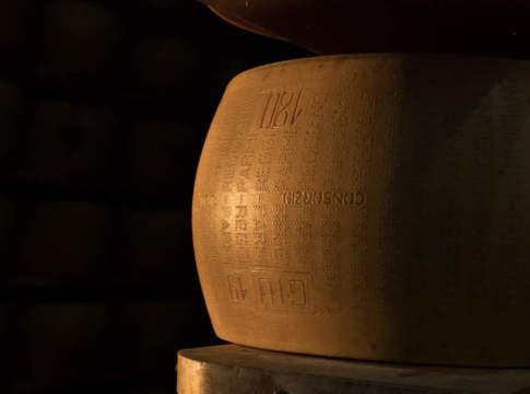 Produzione Parmigiano Reggiano